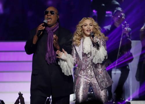 "Paura per Stevie Wonder: ""Subirò un trapianto"""