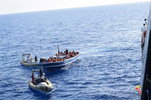 Migranti, lo studio smentisce l'Ue: Mare nostrum incentiva gli sbarchi