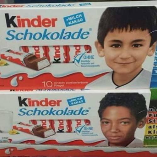"""La gaffe di Pegida: """"No ai bambini neri sul cioccolato Kinder"""". Ma sono i giocatori della Nazionale"""