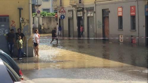 Milano come Firenze: strade allagate per rottura della tubatura