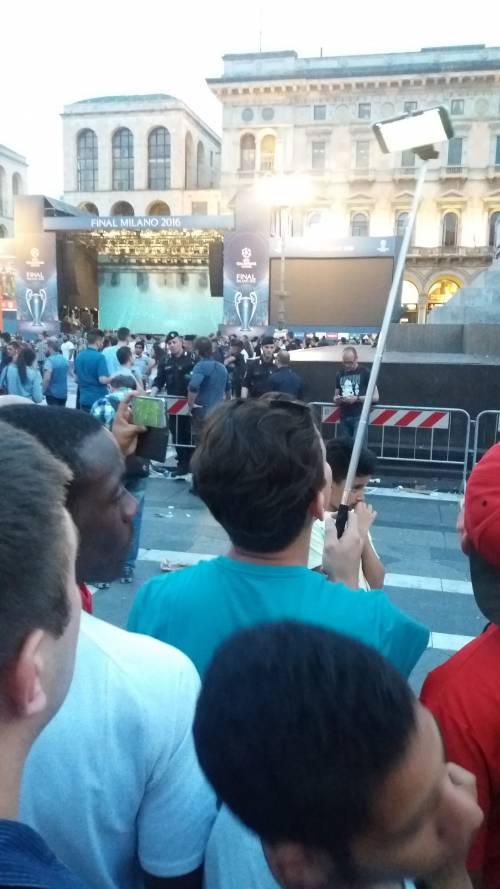 La strana notte dei tifosi a Milano 5