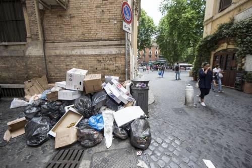 Roma, sciopero rifiuti: il disagio per le vie della città 4