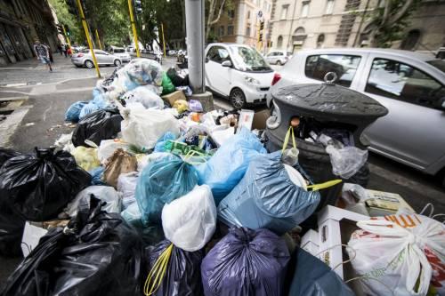 Roma, sciopero rifiuti: il disagio per le vie della città 11