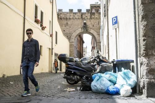Roma, sciopero rifiuti: il disagio per le vie della città 10
