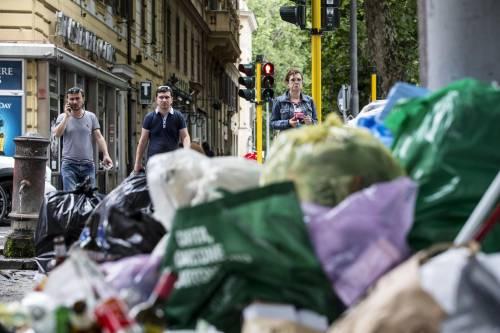 Roma, sciopero rifiuti: il disagio per le vie della città 15