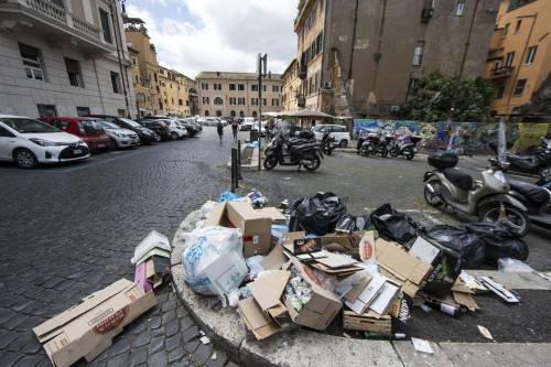 Roma, sciopero rifiuti: il disagio per le vie della città 13