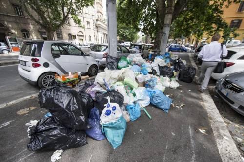 Roma, sciopero rifiuti: il disagio per le vie della città 12