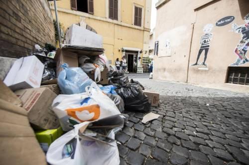 Roma, sciopero rifiuti: il disagio per le vie della città 18