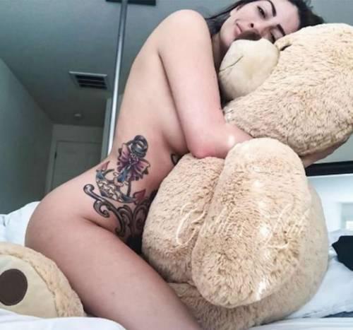 L'ultima follia fetish: sesso con l'orsacchiotto