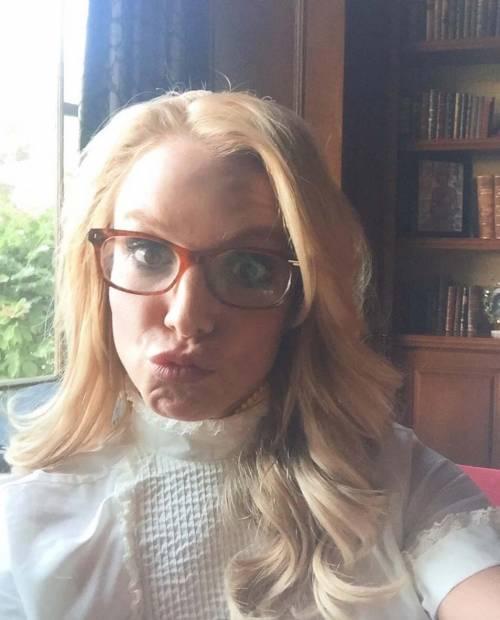 Britney Spears con gli occhiali, foto 2