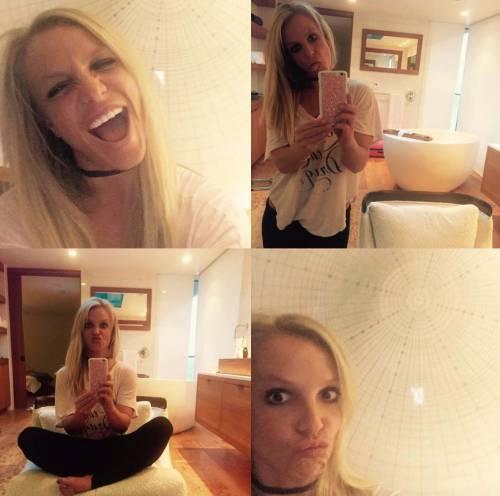 Britney Spears con gli occhiali, foto 16