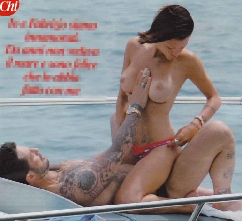 Fabrizio Corona e Silvia Provvedi hot sullo yacth a Capri 6