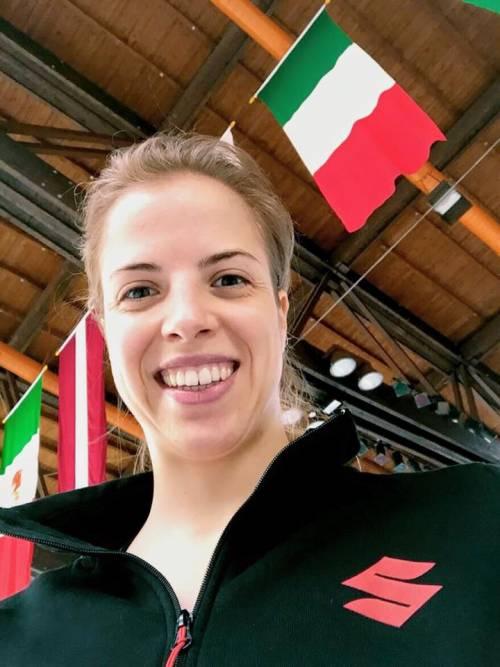 Carolina Kostner e il selfie col tricolore: polemica in Alto Adige