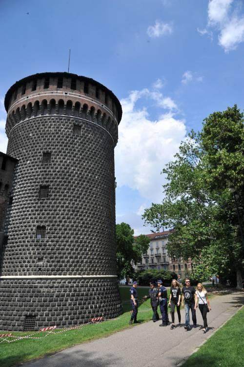 Crollano frammenti della torre: paura al Castello Sforzesco 3
