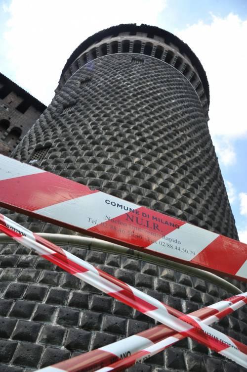Crollano frammenti della torre: paura al Castello Sforzesco 6