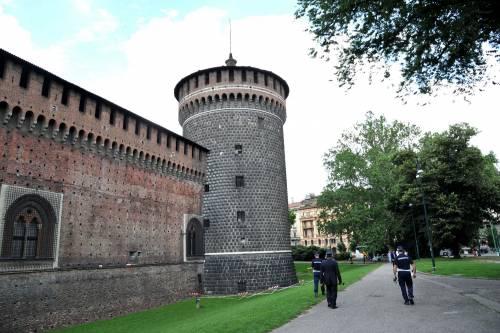 Crollano frammenti della torre: paura al Castello Sforzesco 7