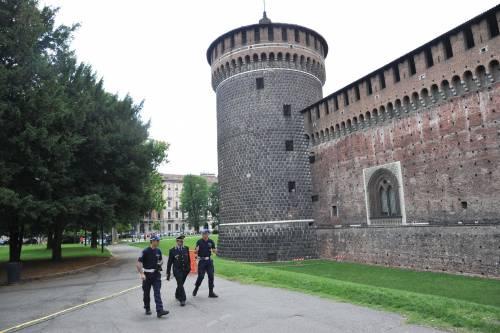 Crollano frammenti della torre: paura al Castello Sforzesco 13