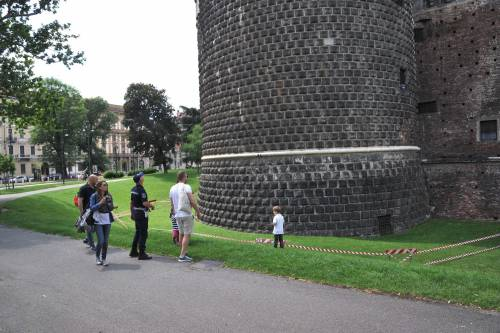 Crollano frammenti della torre: paura al Castello Sforzesco 16