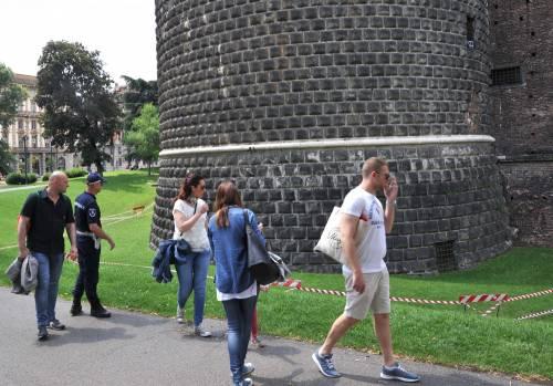 Crollano frammenti della torre: paura al Castello Sforzesco 17