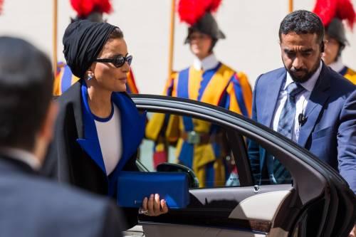 Papa Francesco riceve in Vaticano la sceicca del Qatar 9