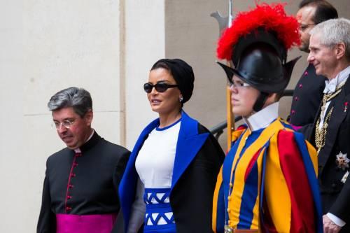 Papa Francesco riceve in Vaticano la sceicca del Qatar 7