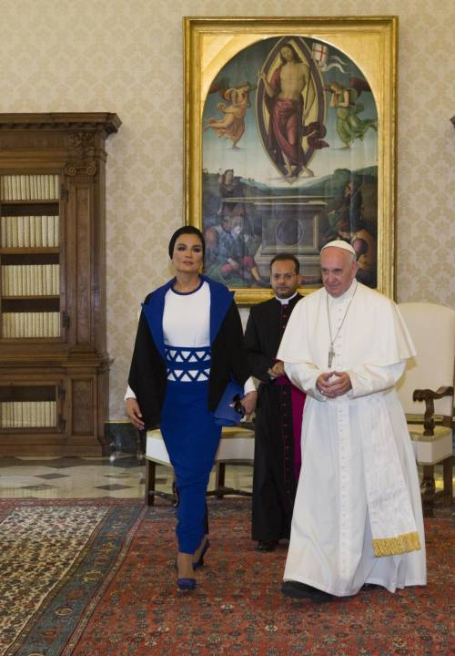Papa Francesco riceve in Vaticano la sceicca del Qatar 14