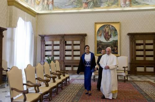 Papa Francesco riceve in Vaticano la sceicca del Qatar 15