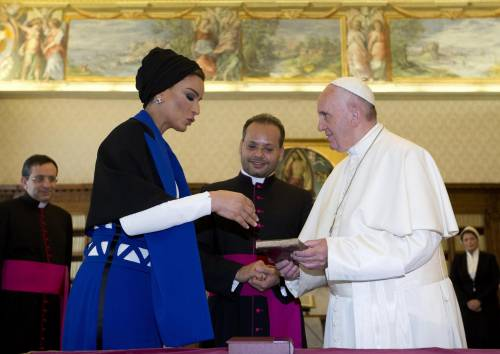Papa Francesco riceve in Vaticano la sceicca del Qatar 16