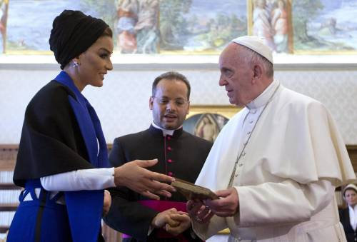 Papa Francesco riceve in Vaticano la sceicca del Qatar 17