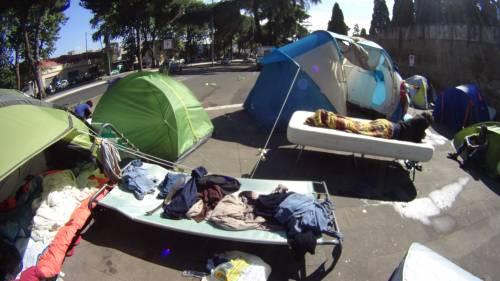 Emergenza profughi a Roma: in centinaia accampati in via Tiburtina  4
