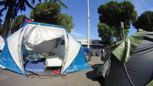 Emergenza profughi a Roma: in centinaia accampati in via Tiburtina  6