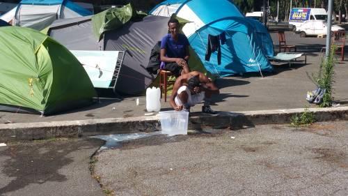 Emergenza profughi a Roma: in centinaia accampati in via Tiburtina  12