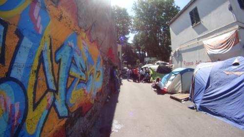 Emergenza profughi a Roma: in centinaia accampati in via Tiburtina  13