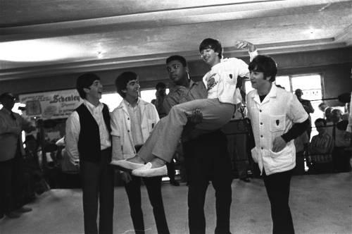 Se i Beatles erano  più famosi di  Gesù Cristo  lui lo era più dei Beatles