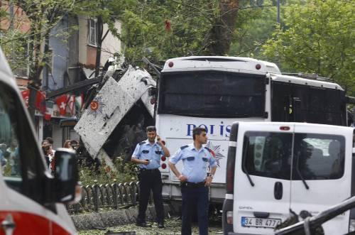 Autobomba fa strage a Istanbul 7