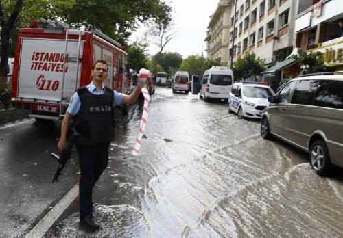 Autobomba fa strage a Istanbul 12