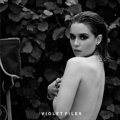 Emilia Clarke in topless, foto 3