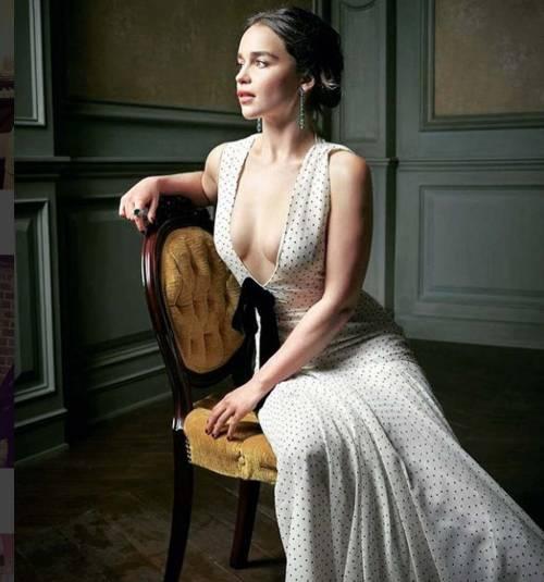 Emilia Clarke in topless, foto 16