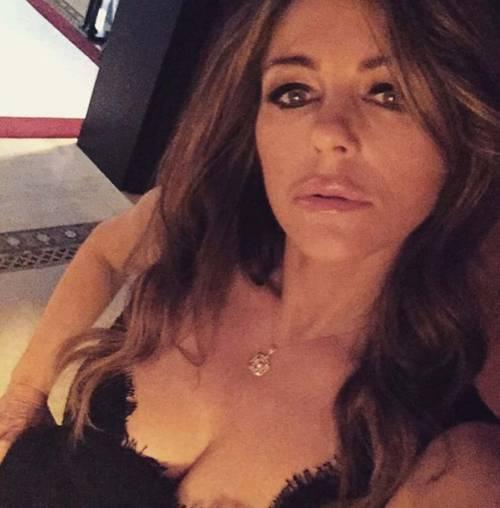 Liz Hurley sexy su Instagram 19