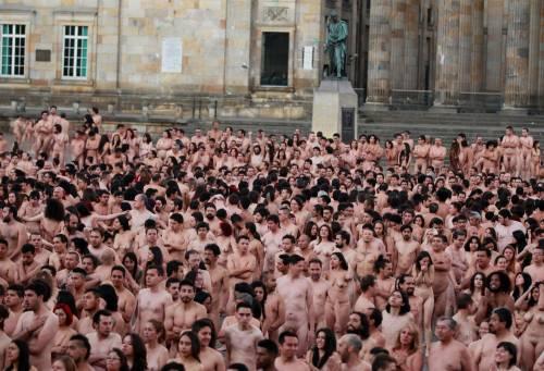 Bogotà, cittadini nudi in piazza per un progetto artistico: foto 9
