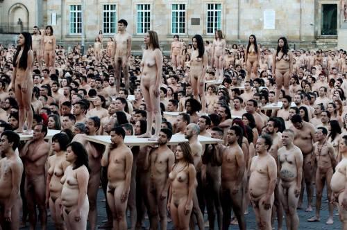 Bogotà, cittadini nudi in piazza per un progetto artistico: foto 11