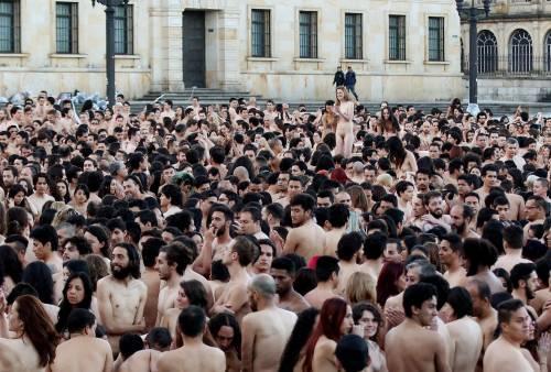Bogotà, cittadini nudi in piazza per un progetto artistico: foto 12