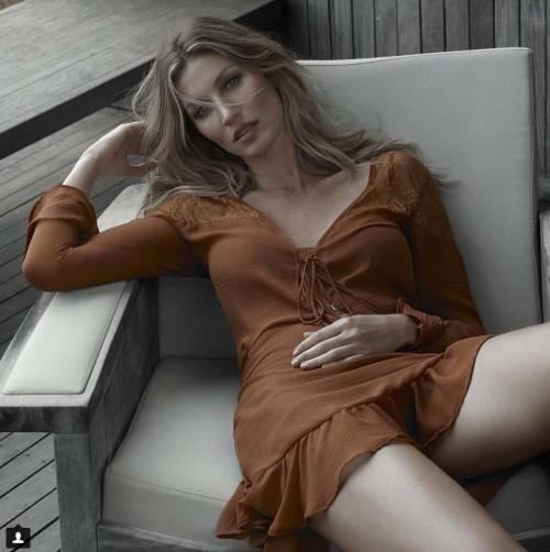 Gisele Bündchen: mamma, donna e modella su Instagram 4