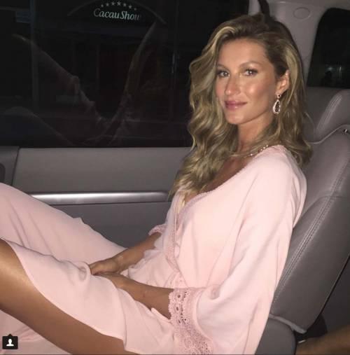 Gisele Bündchen: mamma, donna e modella su Instagram 17
