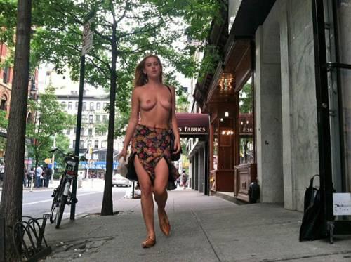 I topless VIP su social network, immagini 9