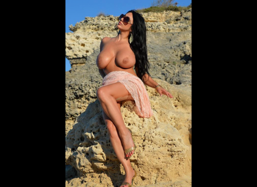 I topless VIP su social network, immagini 24