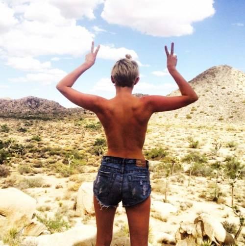 I topless VIP su social network, immagini 34