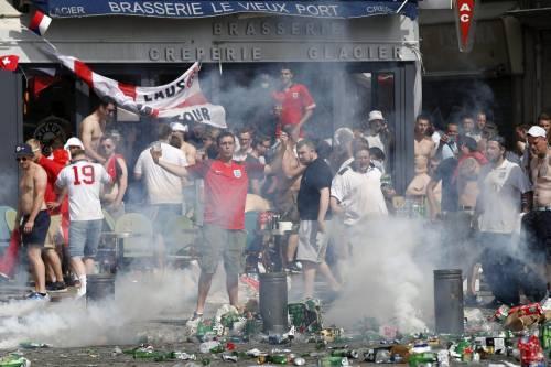 Marsiglia, scontri tra tifosi e polizia 3