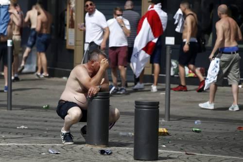 Marsiglia, scontri tra tifosi e polizia 7