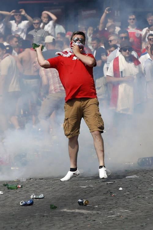 Marsiglia, scontri tra tifosi e polizia 5